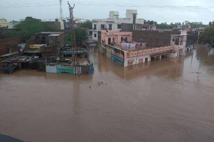 विकराल हुर्इ बाढ़, हालात अभी खराब, गुजरात, एमपी, राजस्थान में फिर भारी बारिश का अनुमान