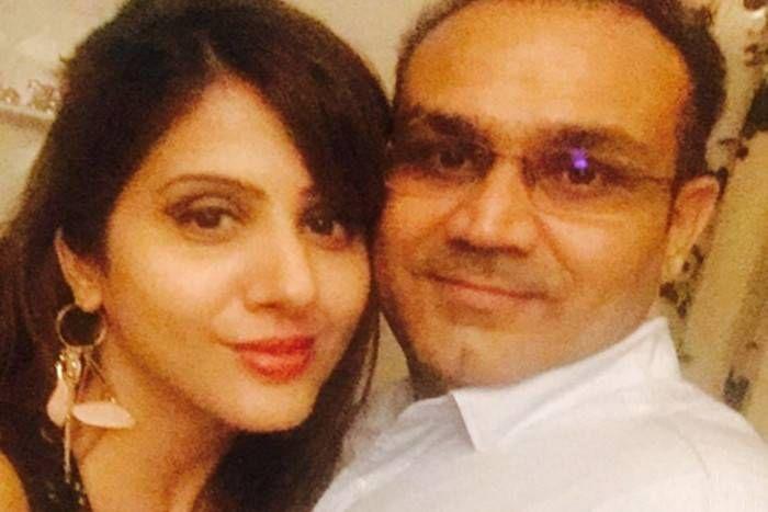 सहवाग ने फिर छोड़ा 'ट्वीट बाउंसर', लिखा- पति परिवार का HEAD, पत्नी वो गर्दन जो सिर को चारों आेर घुमाती है