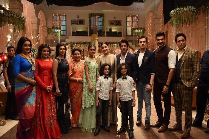 शाहरुख-अनुष्का कर रहे थे सीरियल के सेट पर फिल्म का प्रमोशन,खतरनाक जंगली जानवर के हमले से बाल-बाल बची टीम