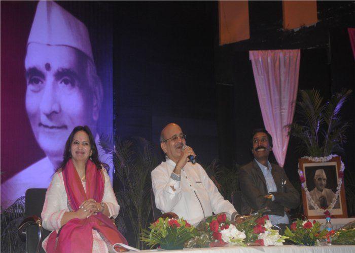 व्यंग्यकार शरद जोशी ने कहा था-  हमने प्रधानमंत्री नहीं विश्व नेता चुना