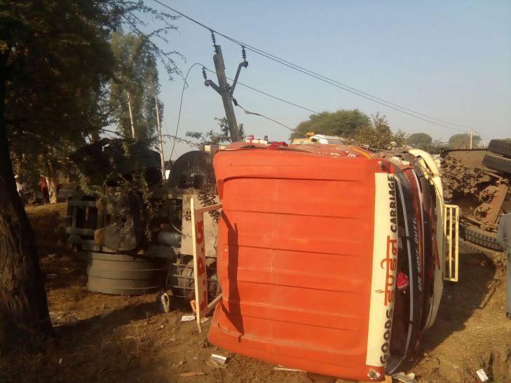 झाबुआ में LPG टैंकर पलटा,क्षेत्र में दहशत
