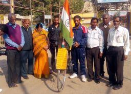 अनोखीयात्रा: भ्रष्टाचार खत्म होने तक चलती रहेगी ये साइकिल