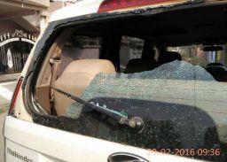 कारों के कांच तोड़े, दिखाई गुंडागर्दी