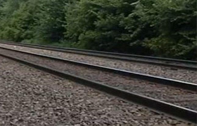 आजमगढ़ में ट्रेन से कटकर अधेड़ किया सुसाइड, नहीं हो सकी पहचान