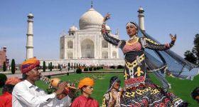 #Taj Mahotsav; अकबर से नजीर तक का सफर 30 मिनट में
